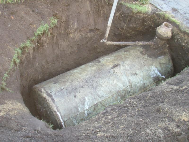 Opgravning af olietank